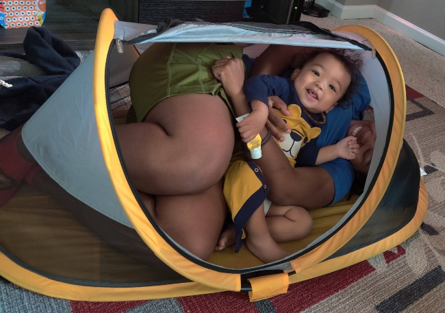 Mam & baby smiling in Peapod travel bed review
