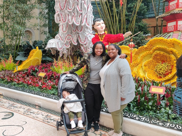 Family with toddler at Bellagio Botanical Garden